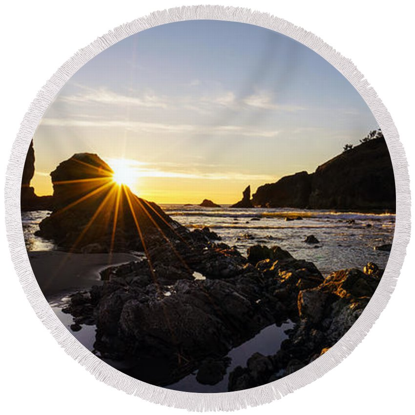 Washington Coast Round Beach Towel featuring the photograph Golden Coastal Sunset Light by Mike Reid
