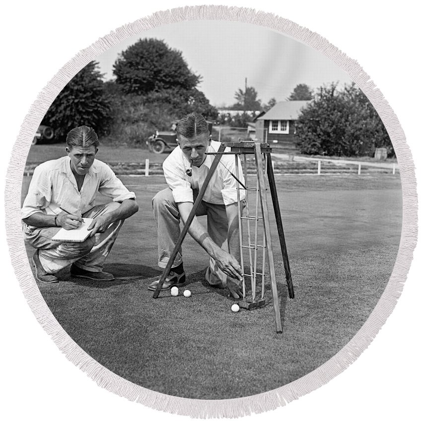 1920s Round Beach Towel featuring the photograph Golf Green Experiments by Underwood Archives