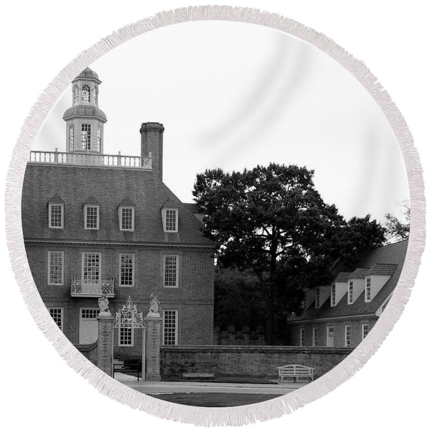 Governers Palace Round Beach Towel featuring the photograph Governers Palace Colonial Williamsburg by Christiane Schulze Art And Photography