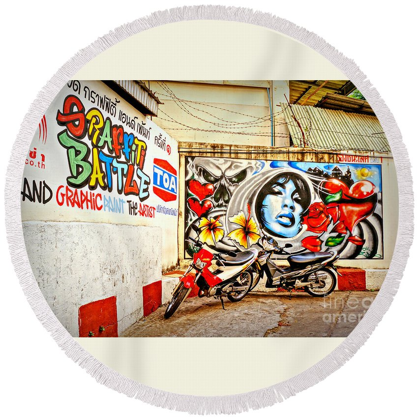 Street Round Beach Towel featuring the photograph Graffiti Battle by Ian Gledhill