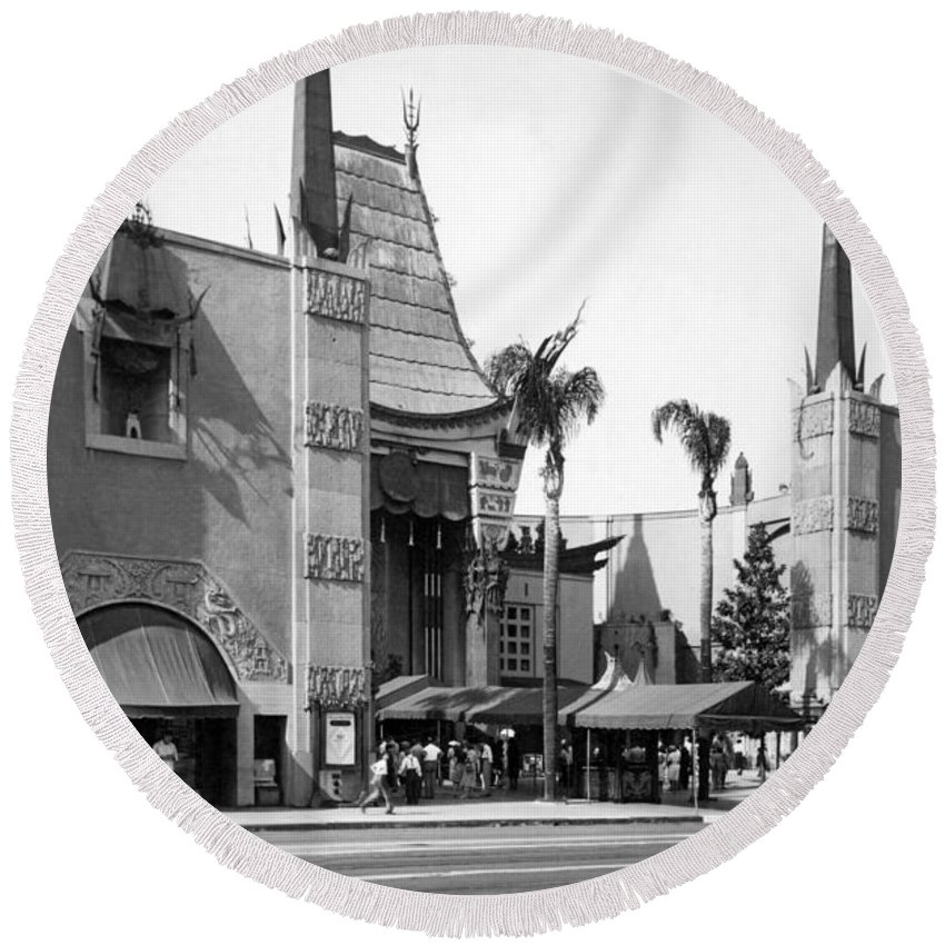 1940's Round Beach Towel featuring the photograph Grauman's Chinese Theater by Underwood Archives