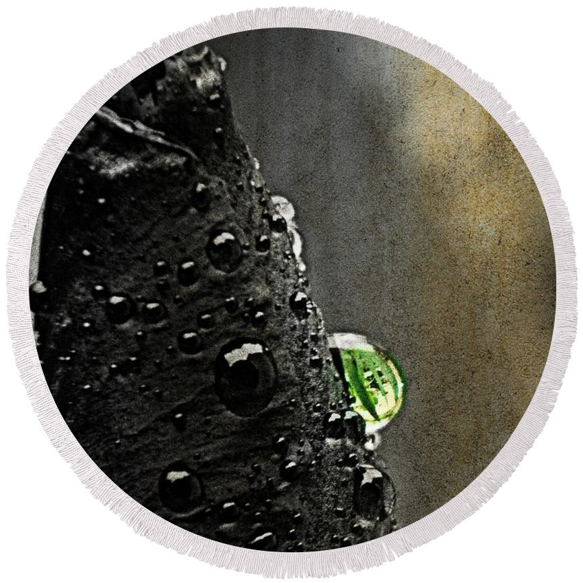 Round Beach Towel featuring the photograph Green Droplet by Chris Berry