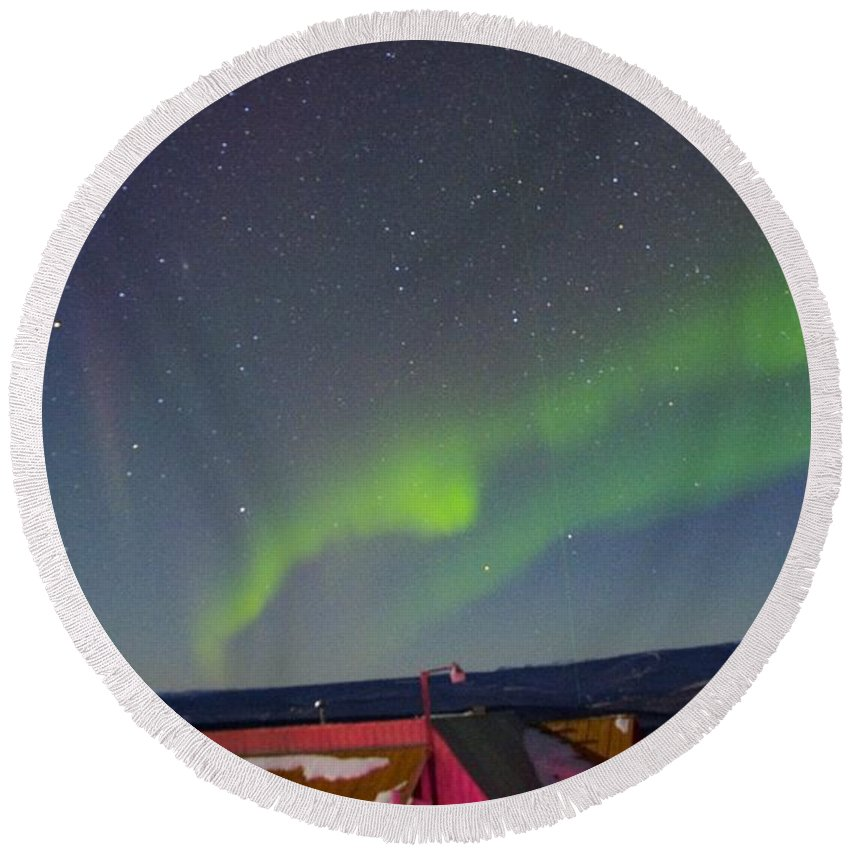 Alaska Aurora Borealis Round Beach Towel featuring the photograph Green Lady Dancing 12 by Phyllis Spoor