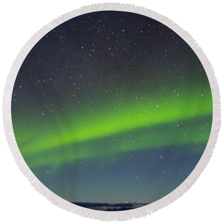 Alaska Aurora Borealis Round Beach Towel featuring the photograph Green Lady Dancing 15 by Phyllis Spoor
