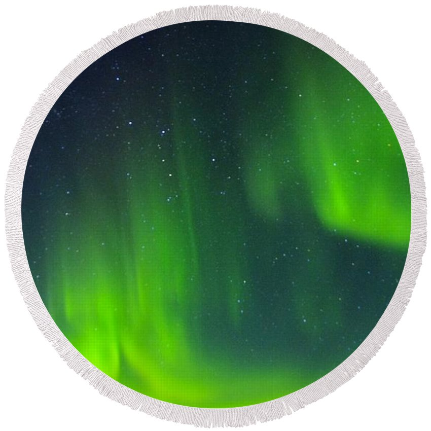 Alaska Aurora Borealis Round Beach Towel featuring the photograph Green Lady Dancing 30 by Phyllis Spoor