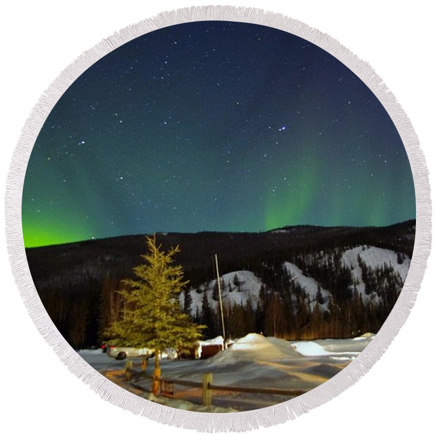 Alaska Aurora Borealis Round Beach Towel featuring the photograph Green Lady Dancing 42 by Phyllis Spoor