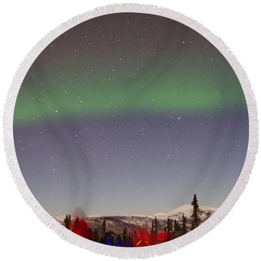 Alaska Aurora Borealis Round Beach Towel featuring the photograph Green Lady Dancing 44 by Phyllis Spoor
