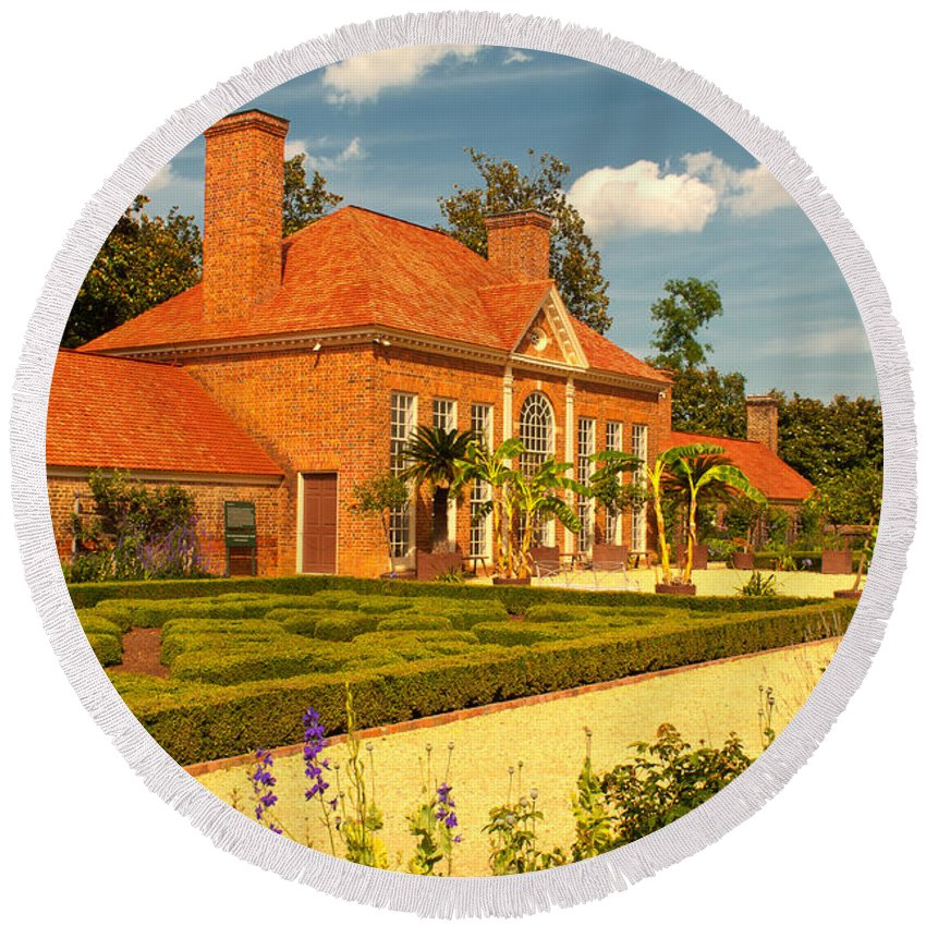mount Vernon Round Beach Towel featuring the photograph Greenhouse by Paul Mangold