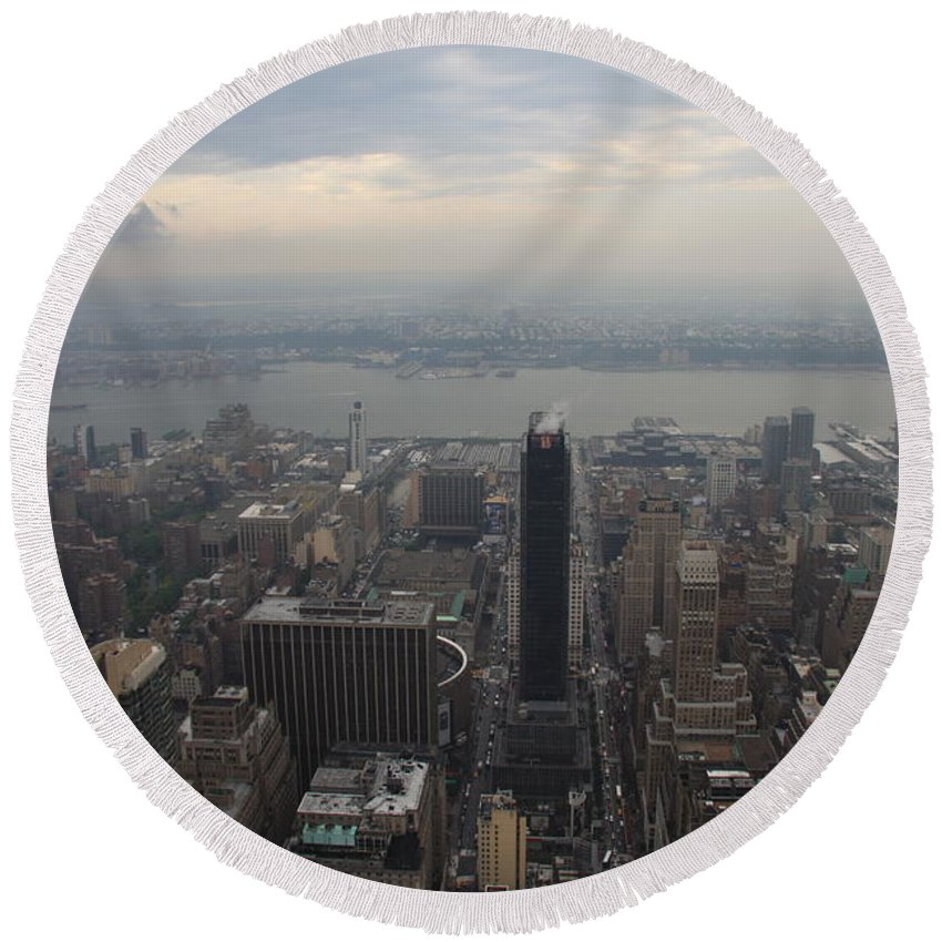 New York Round Beach Towel featuring the photograph Grey Sky Over Manhattan by Christiane Schulze Art And Photography