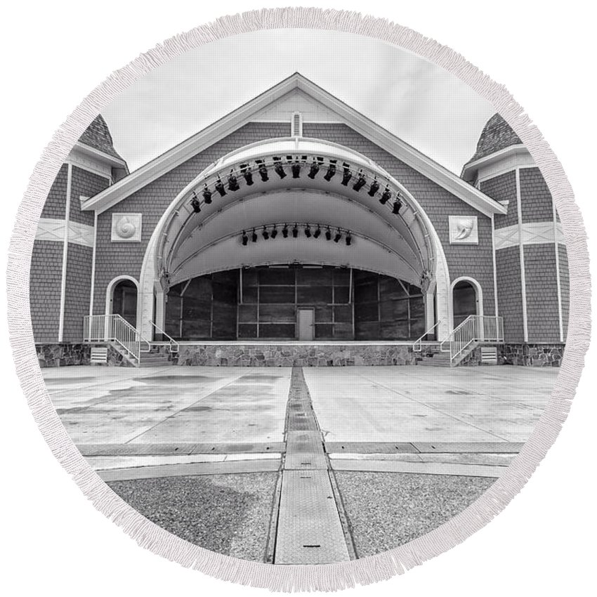 New Hamphire Round Beach Towel featuring the photograph Hampton Beach Bandstand Stage by Edward Fielding