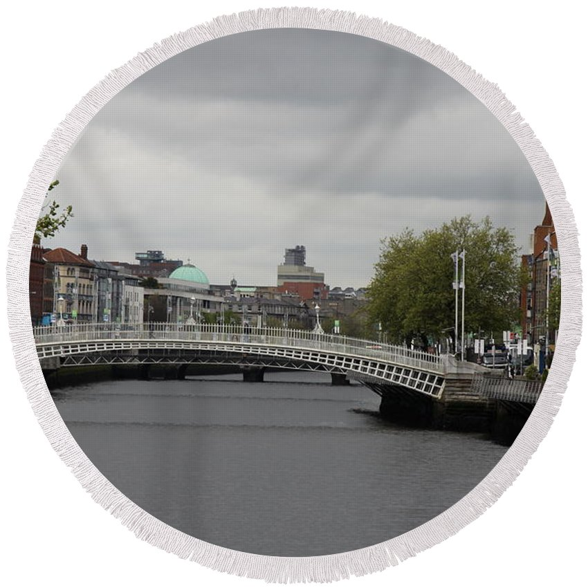 Bridge Round Beach Towel featuring the photograph Ha'penny Bridge And Liffey River - Dublin by Christiane Schulze Art And Photography