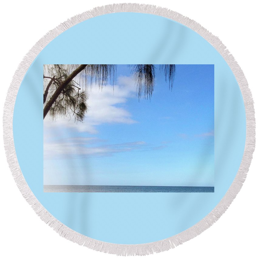 Hawaiiana Round Beach Towel featuring the digital art Hawaiian Landscape 11 by D Preble