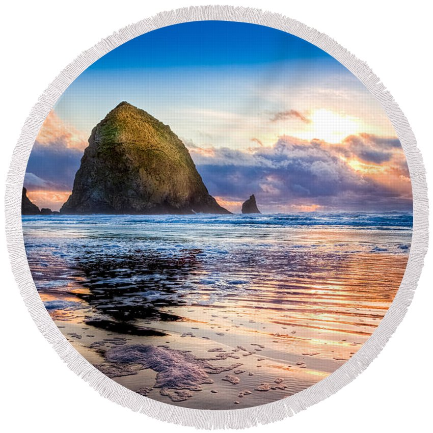 Oregon Round Beach Towel featuring the photograph Haystack Rock by Niels Nielsen