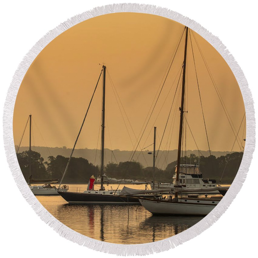 Sunrise Round Beach Towel featuring the photograph Hazy Tranquility by Jonathan Steele