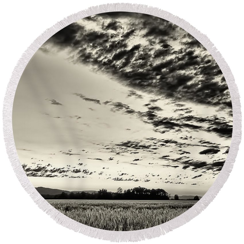 Sunset Round Beach Towel featuring the photograph Heavenly Summer Sky by Don Schwartz