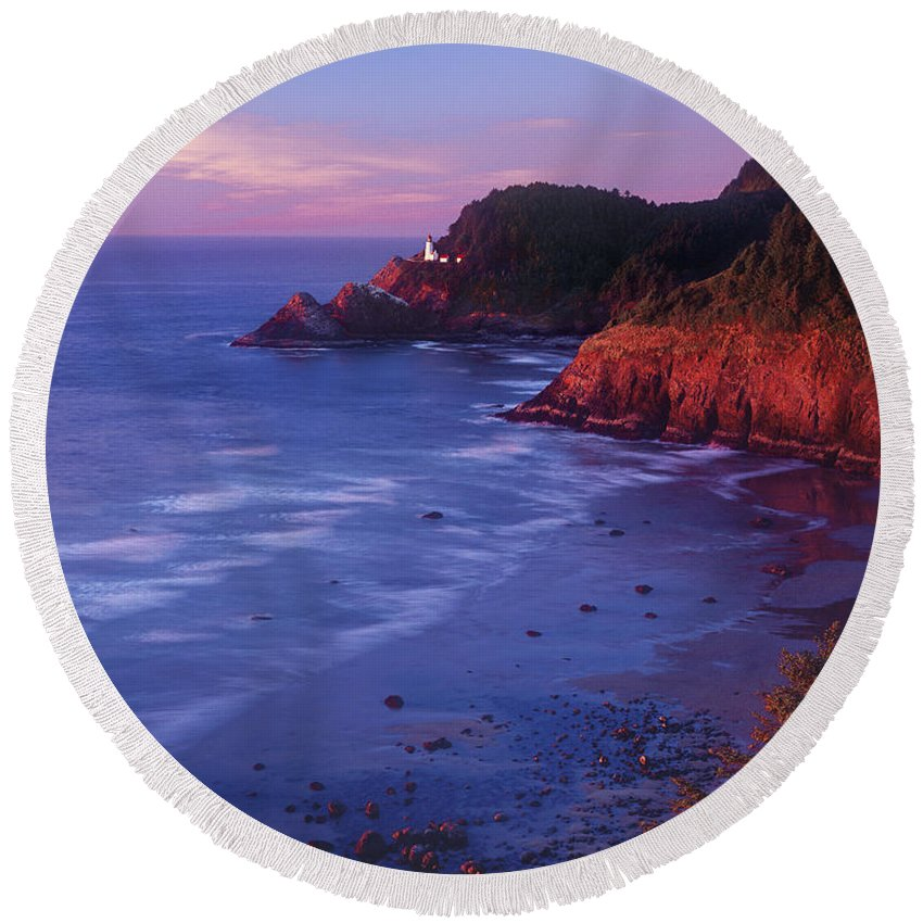 North America Round Beach Towel featuring the photograph Heceta Head Lighthouse At Sunset Oregon Coast by Dave Welling