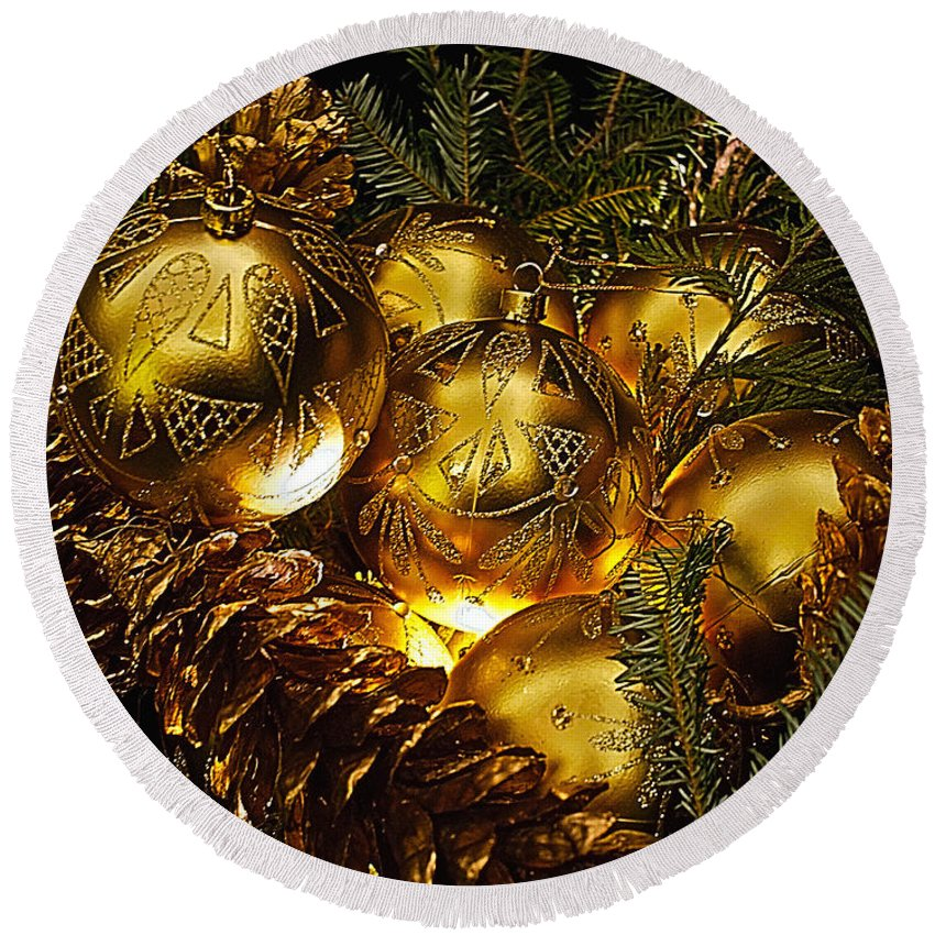 Holiday Round Beach Towel featuring the photograph Holiday Ornaments by Nick Zelinsky