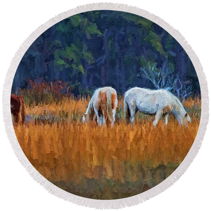 Chincoteague Horses Round Beach Towel featuring the photograph Horses On The March by Alice Gipson