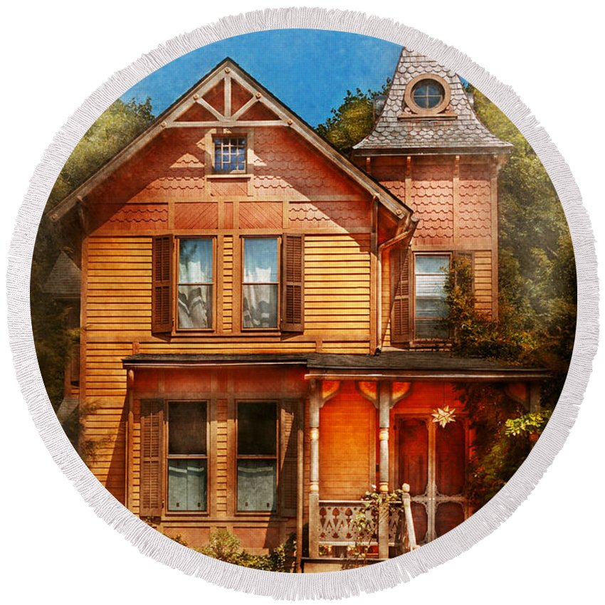 Victorian House Round Beach Towel featuring the photograph House - Victorian - The Wayward Inn by Mike Savad
