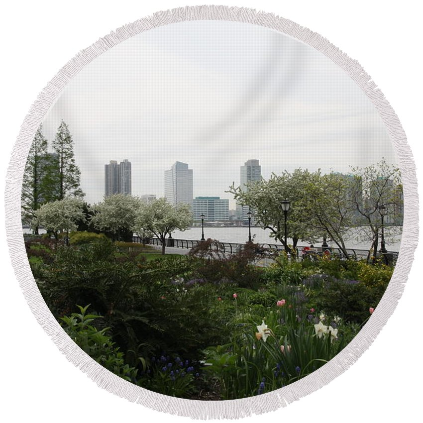 River Round Beach Towel featuring the photograph Hudson River Walkway by Christiane Schulze Art And Photography