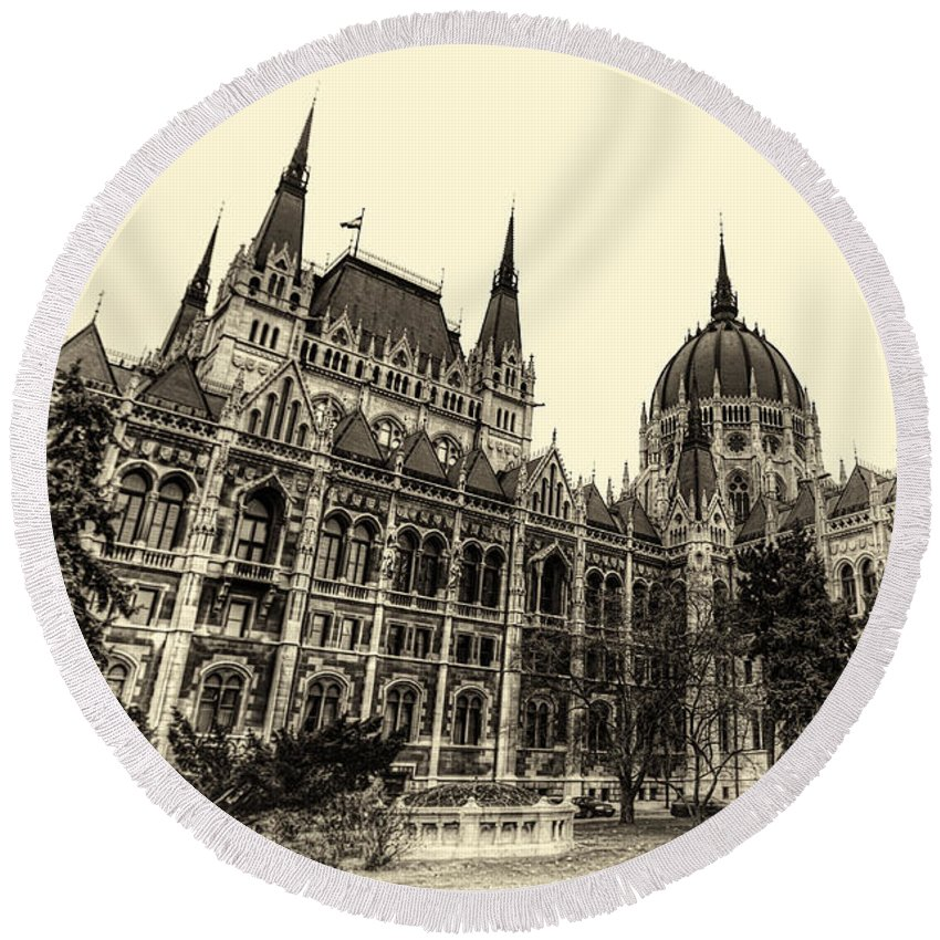 Budapest Round Beach Towel featuring the photograph Hungarian Parliament by Mohamed Rahmo