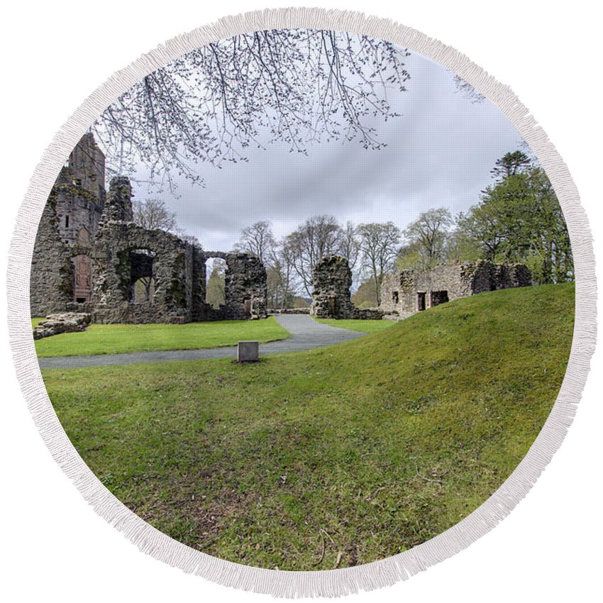 Huntly Round Beach Towel featuring the photograph Huntly Castle - 4 by Paul Cannon