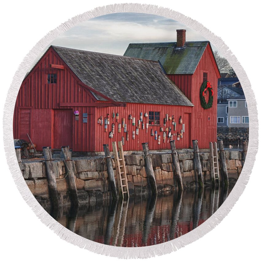 Motif Number One Rockport Lobster Shack By Jeff Folger Round Beach Towel featuring the photograph idle tyme at Motif 1 by Jeff Folger