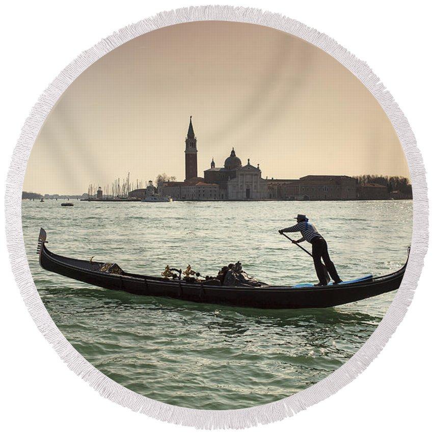 Venezia Round Beach Towel featuring the photograph Il Veneziano by Alfio Finocchiaro