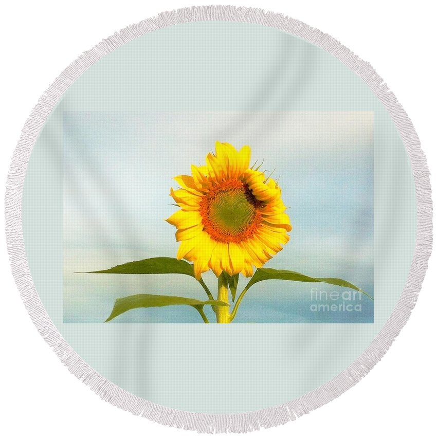 Sunflower Round Beach Towel featuring the photograph I'm Beautiful I Know It by Merle Grenz