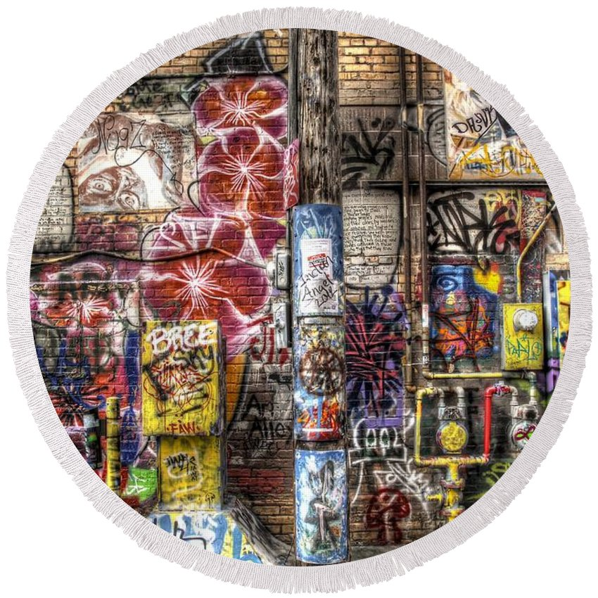 Graffiti Round Beach Towel featuring the photograph In Between The Lines by Anthony Wilkening