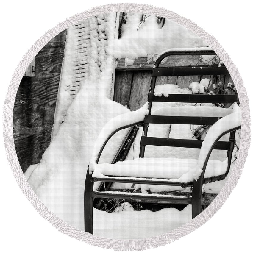 Winter Round Beach Towel featuring the photograph In The Cold Seat by Jay Ressler
