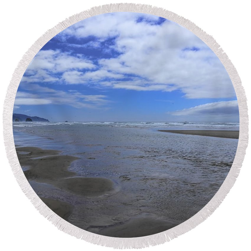 Dale Kauzlaric Round Beach Towel featuring the photograph Incoming Tide by Dale Kauzlaric
