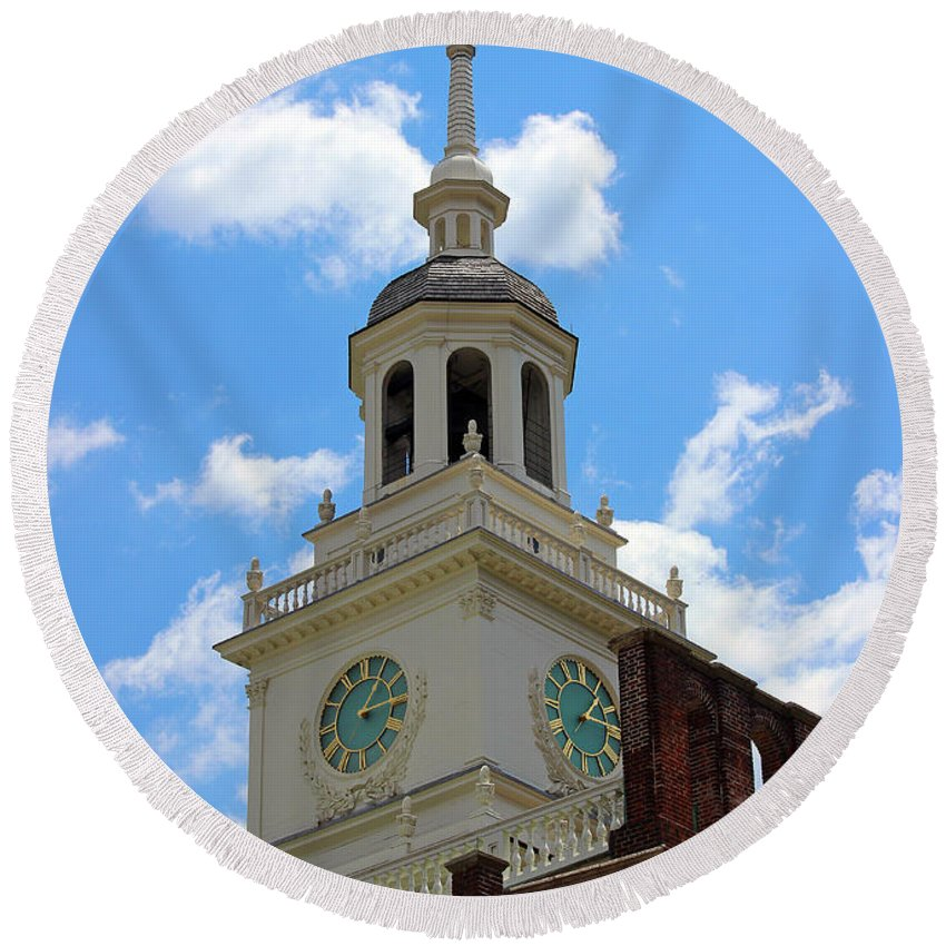 Independence Hall Round Beach Towel featuring the photograph Independence Hall In Philadelphia by Karen Adams