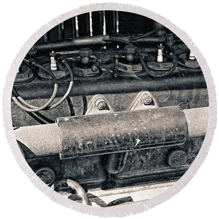 Photo Round Beach Towel featuring the photograph Inner Life Of An Old Car by Jutta Maria Pusl