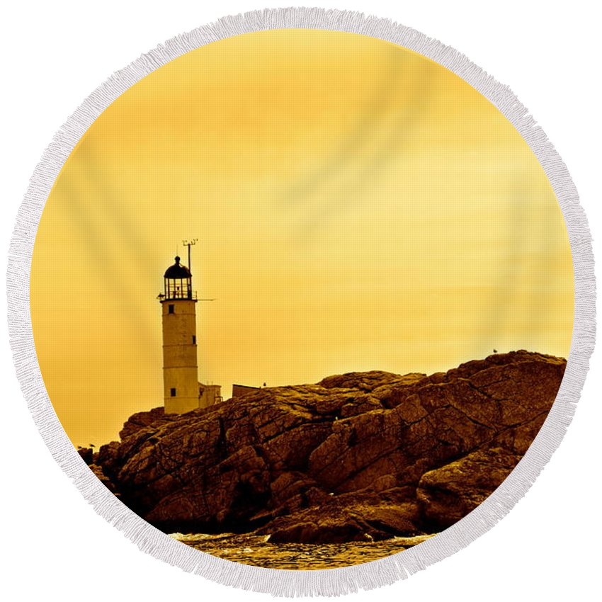 Isles Of Shoals Round Beach Towel featuring the photograph Isles Of Shoals by Mark Prescott Crannell