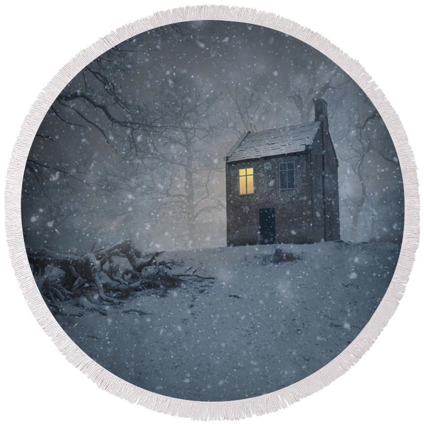 House Round Beach Towel featuring the photograph Isolated Creepy House by Lee Avison