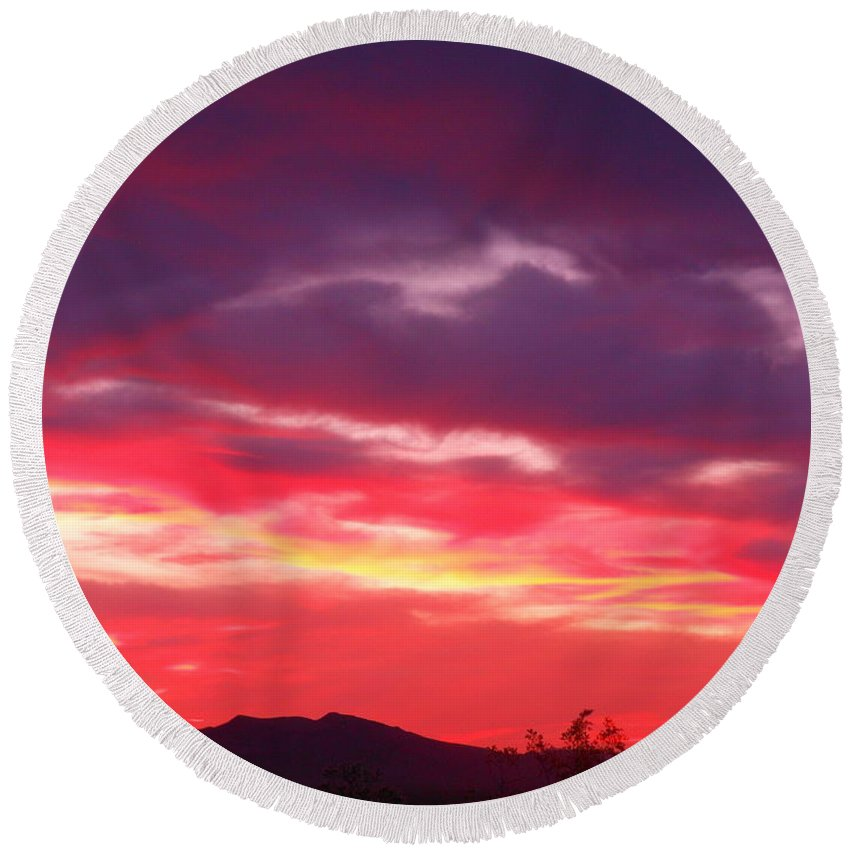 Good Round Beach Towel featuring the photograph Vivid Sunset by James Welch