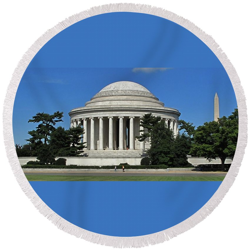 Thomas Round Beach Towel featuring the photograph Jefferson Memorial Washington by Ian MacDonald