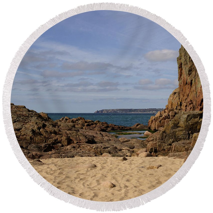 Jersey Round Beach Towel featuring the photograph Jersey Beach by Rob Hawkins