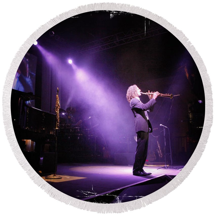 Music Round Beach Towel featuring the photograph Kenny G Live by Nina Prommer