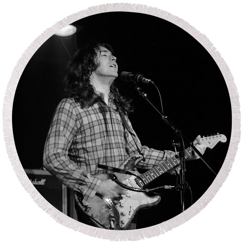 Rory Gallagher Round Beach Towel featuring the photograph Kent #69 by Ben Upham