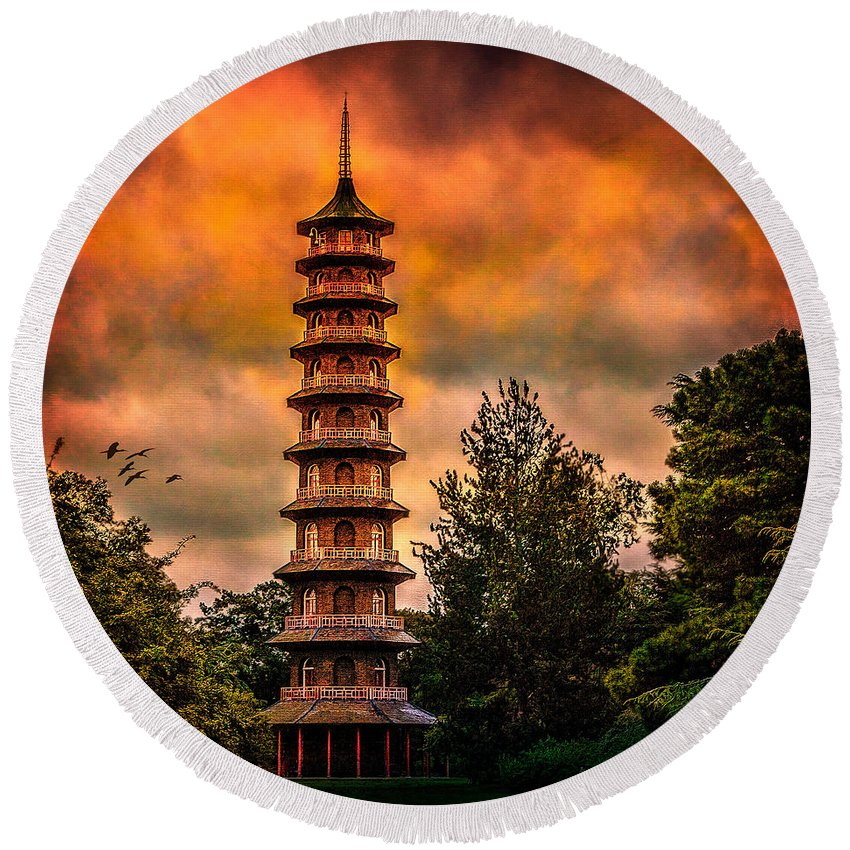 Pagoda Round Beach Towel featuring the photograph Kew Gardens Pagoda by Chris Lord