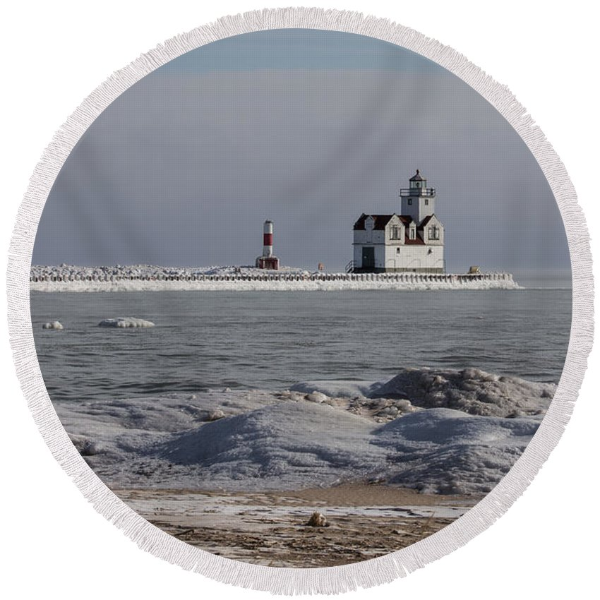 Kewaunee Round Beach Towel featuring the photograph Kewaunee Lighthouse In Winter by Nikki Vig