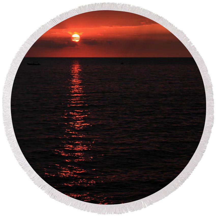 Sunset Round Beach Towel featuring the photograph Kona Sunset by James Eddy