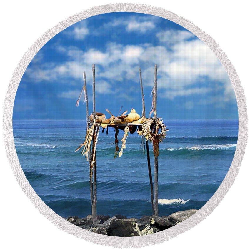 Hawaii Round Beach Towel featuring the photograph Ku Emanu Heiau Kona by Kurt Van Wagner