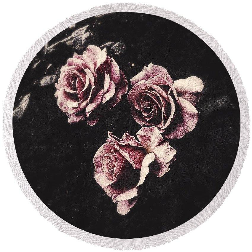Roses Round Beach Towel featuring the photograph Le Langage Des Fleurs by Jennifer Kuehne