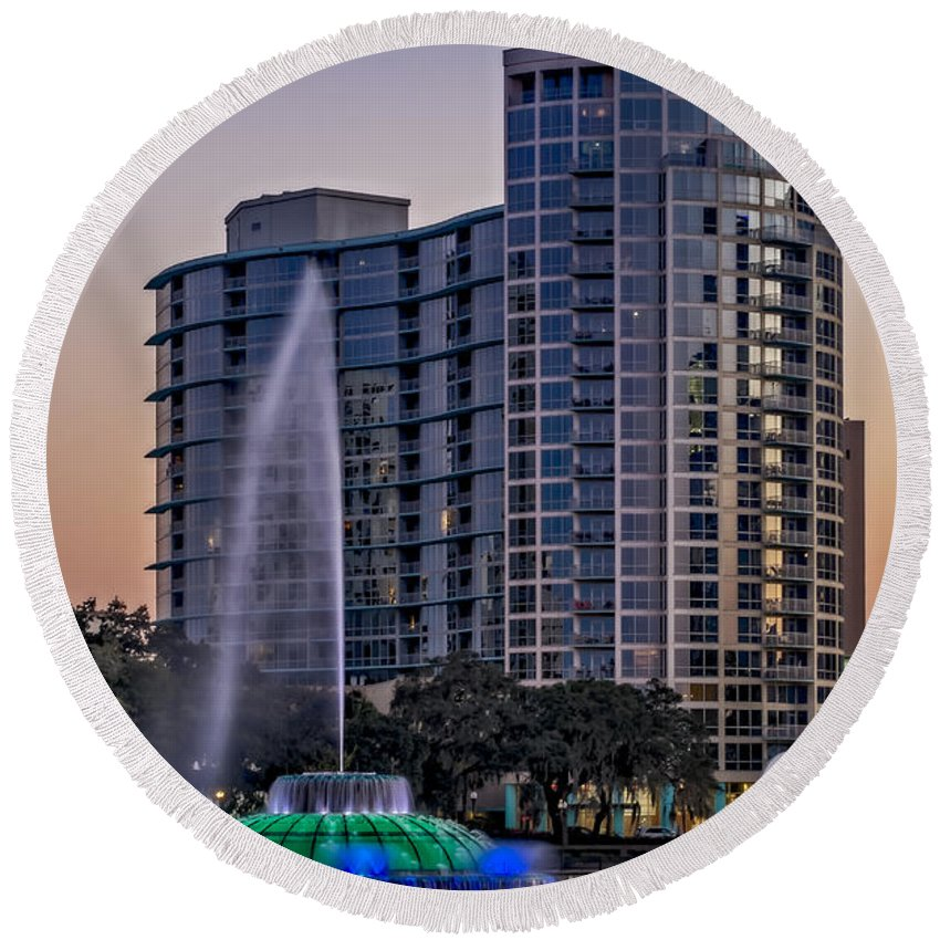 Orlando Round Beach Towel featuring the photograph Lake Eola Water Fountain by Susan Candelario