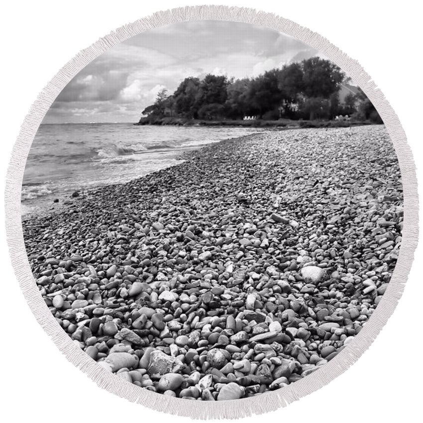 Lake Erie Coast Black And White Round Beach Towel featuring the photograph Lake Erie Coast Black And White by Dan Sproul