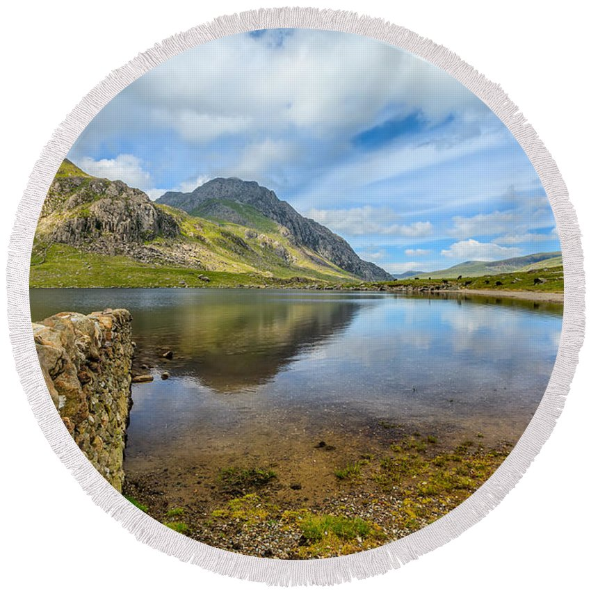 Cwm Idwal Round Beach Towel featuring the photograph Lake Idwal by Adrian Evans