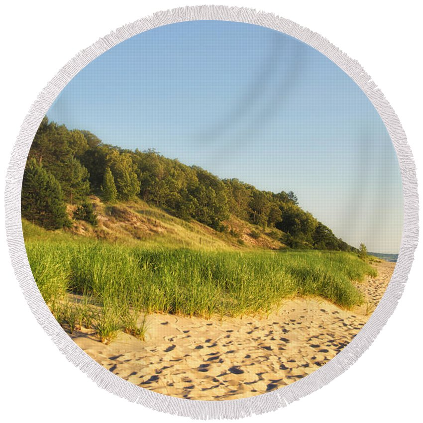 Lake Michigan Round Beach Towel featuring the photograph Lake Michigan Dunes 01 by Thomas Woolworth